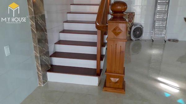 Mẫu cầu thang gỗ vuông đẹp - Hình ảnh 8