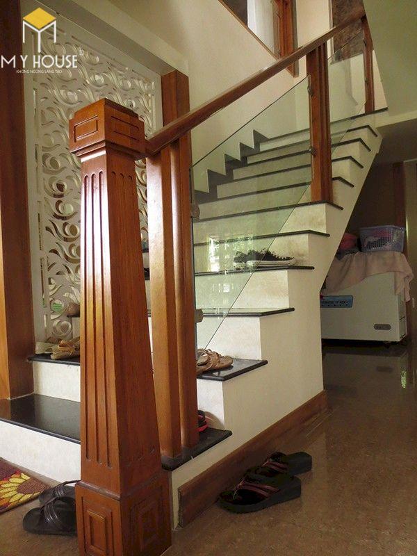 Mẫu cầu thang gỗ vuông đẹp - Hình ảnh 11