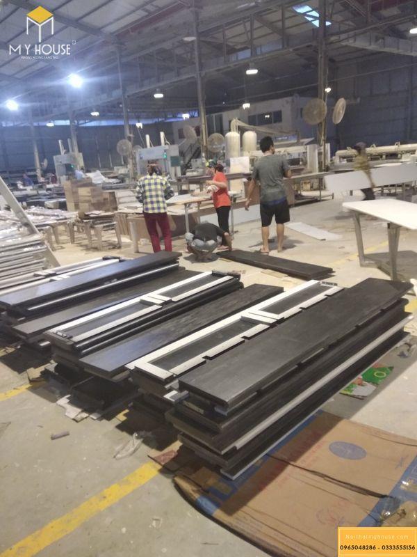 Phấn đấu trước tiến độ - Công nhân, thợ mộc tại xưởng tăng ca làm