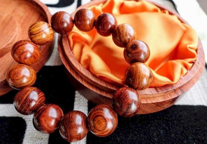 Tràng hạt gỗ sưa đỏ