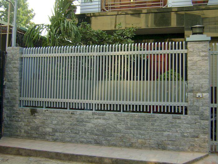 Hàng rào bê tông kết hợp với kim loại - View 1