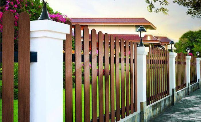Hàng rào biệt thự đẹp bằng bê tông giả gỗ - Mẫu 2