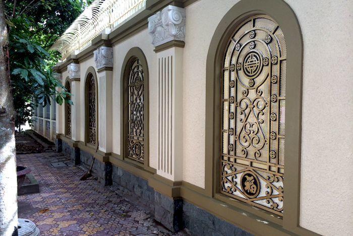 Hàng rào bê tông kết hợp với kim loại - View 4