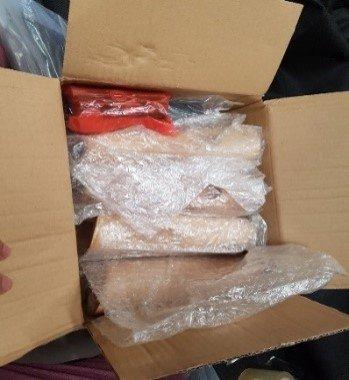 Chân tháo rời quấn foam hoặc giấy kraft + phụ tùng rồi cho vào 1 hộp carton riêng -2