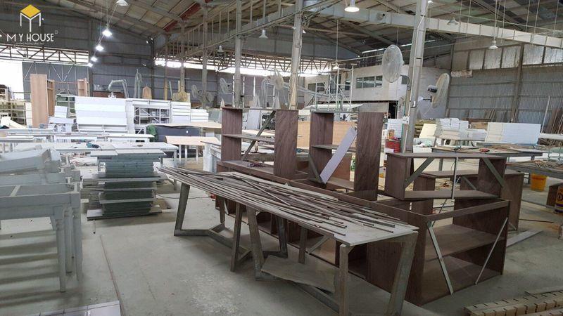 Hình ảnh xưởng sản xuất bàn ghế hội trường - View 1