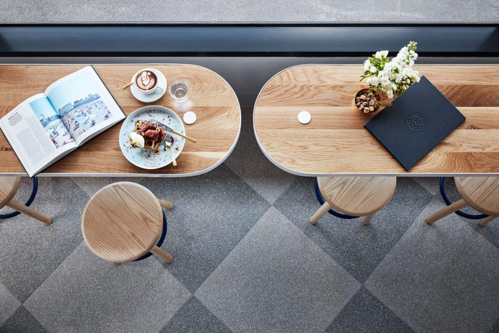 Nội thất sử dụng chất liệu gỗ tinh tế