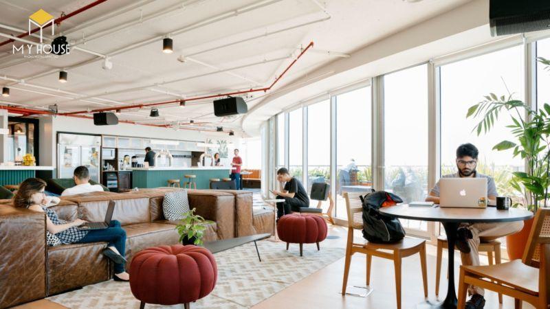Các công ty và cá nhân làm việc độc lập tại coworking space