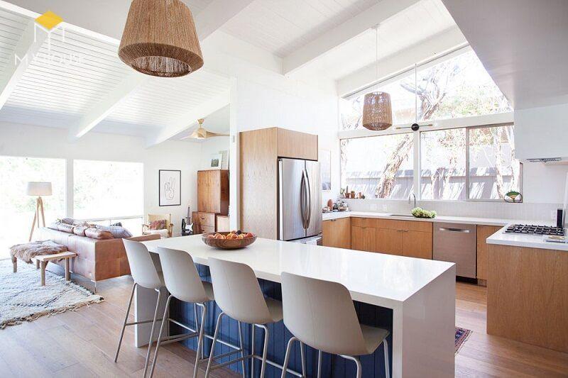 Decorator làm việc hoặc làm chủ các công ty, cửa hàng bán đồ nội thất hoặc trang trí nội thất.
