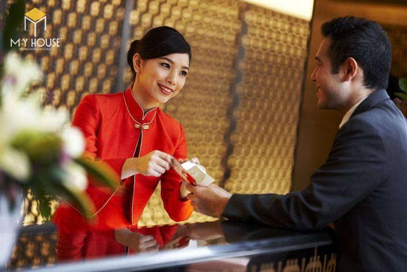 Để lựa chọn nhân viên cho nhà nghỉ cần chọn người có tính cách cẩn thận, tỉ mỉ, nhiệt tình để có thể quản lý cùng bạn việc lưu trú của khách hàng