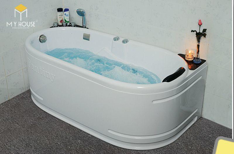 Jacuzzi (hồ jacuzzi là gì? còn được gọi là bồn sục, bồn sục spa,…) là tên gọi một loại bồn tắm – hồ bơi nước nóng