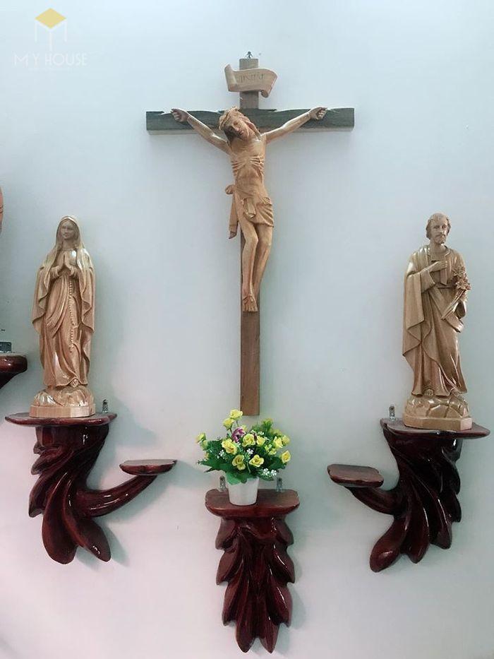 Mẫu thiết kế bàn thờ thiên chúa đẹp ấn tượng bằng gỗ tự nhiên - M8