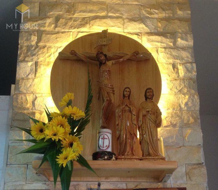 Mẫu thiết kế bàn thờ thiên chúa đẹp ấn tượng bằng gỗ tự nhiên - M1