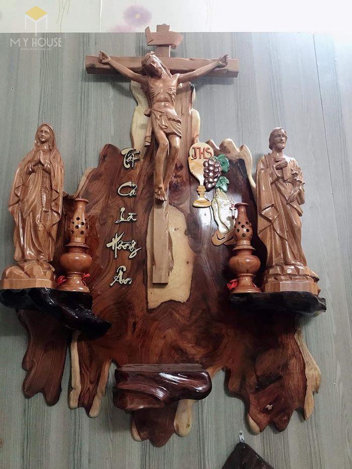 Mẫu thiết kế bàn thờ thiên chúa đẹp ấn tượng bằng gỗ tự nhiên - M12