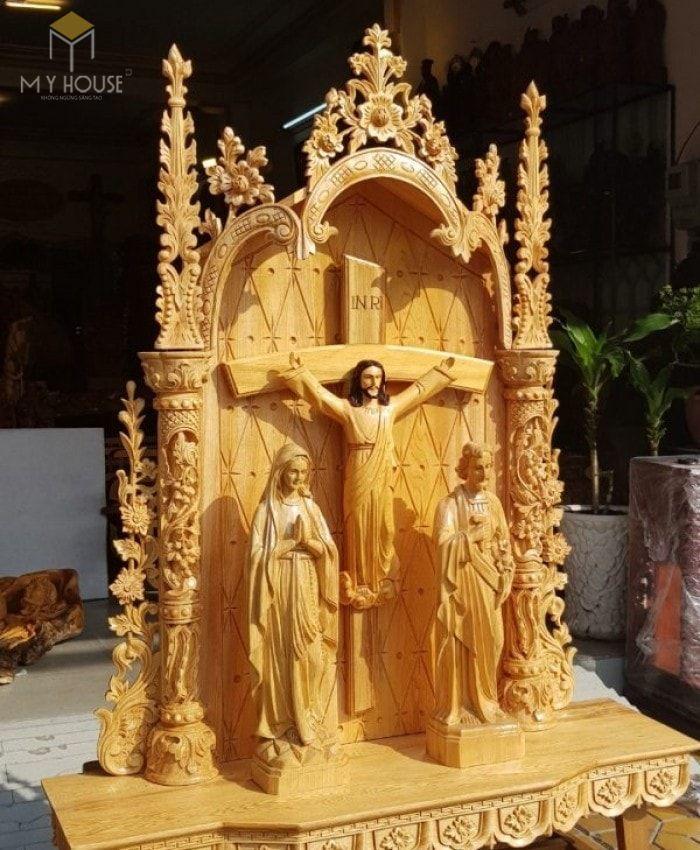 Mẫu thiết kế bàn thờ thiên chúa đẹp ấn tượng bằng gỗ tự nhiên - M2