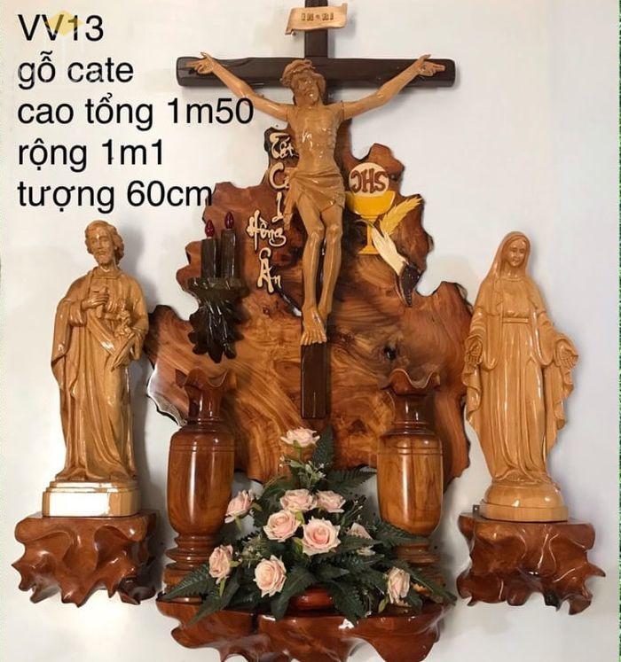 Mẫu thiết kế bàn thờ thiên chúa đẹp ấn tượng bằng gỗ tự nhiên - M16