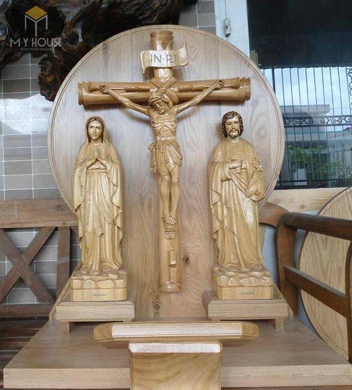 Mẫu thiết kế bàn thờ thiên chúa đẹp ấn tượng bằng gỗ tự nhiên - M5