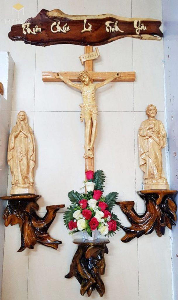 Mẫu thiết kế bàn thờ thiên chúa đẹp ấn tượng bằng gỗ tự nhiên - M20