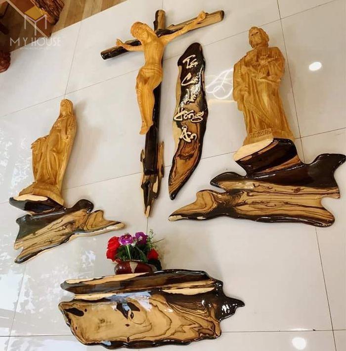 Mẫu thiết kế bàn thờ thiên chúa đẹp ấn tượng bằng gỗ tự nhiên - M9