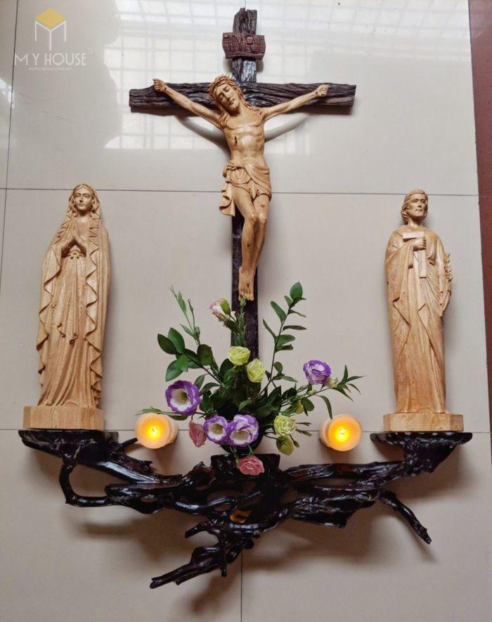 Mẫu thiết kế bàn thờ thiên chúa đẹp ấn tượng bằng gỗ tự nhiên - M19