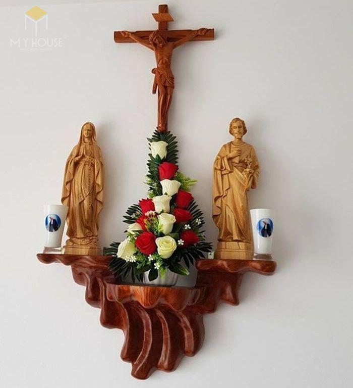 Mẫu thiết kế bàn thờ thiên chúa đẹp ấn tượng bằng gỗ tự nhiên - M18
