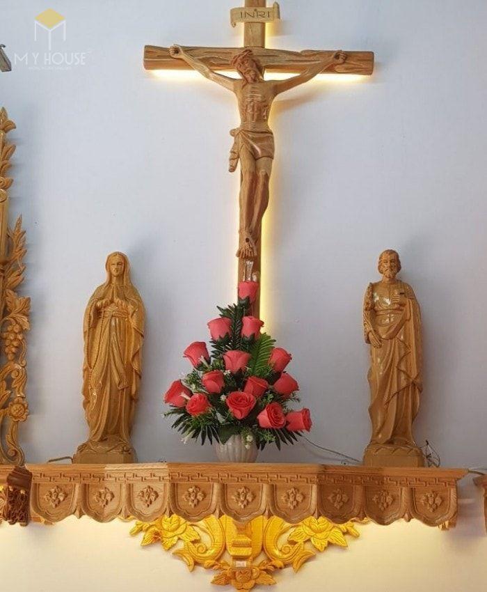 Mẫu thiết kế bàn thờ thiên chúa đẹp ấn tượng bằng gỗ tự nhiên - M17