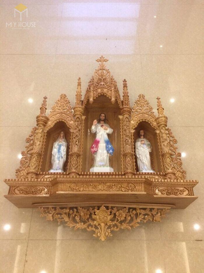 Mẫu thiết kế bàn thờ thiên chúa đẹp ấn tượng bằng gỗ tự nhiên - M7