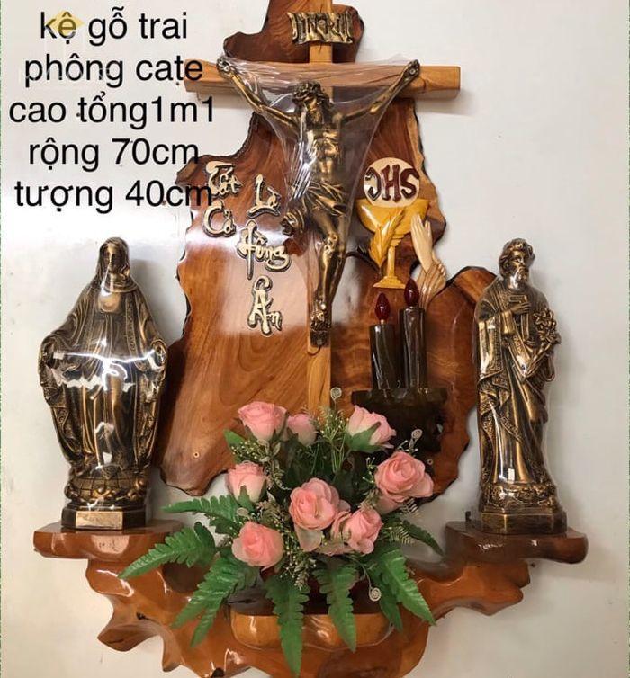 Mẫu thiết kế bàn thờ thiên chúa đẹp ấn tượng bằng gỗ tự nhiên - M14
