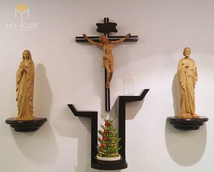 Mẫu thiết kế bàn thờ thiên chúa đẹp ấn tượng bằng gỗ tự nhiên - M3