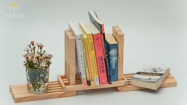 Tủ sách treo tường bằng gỗ công nghiệp nhỏ đơn giản