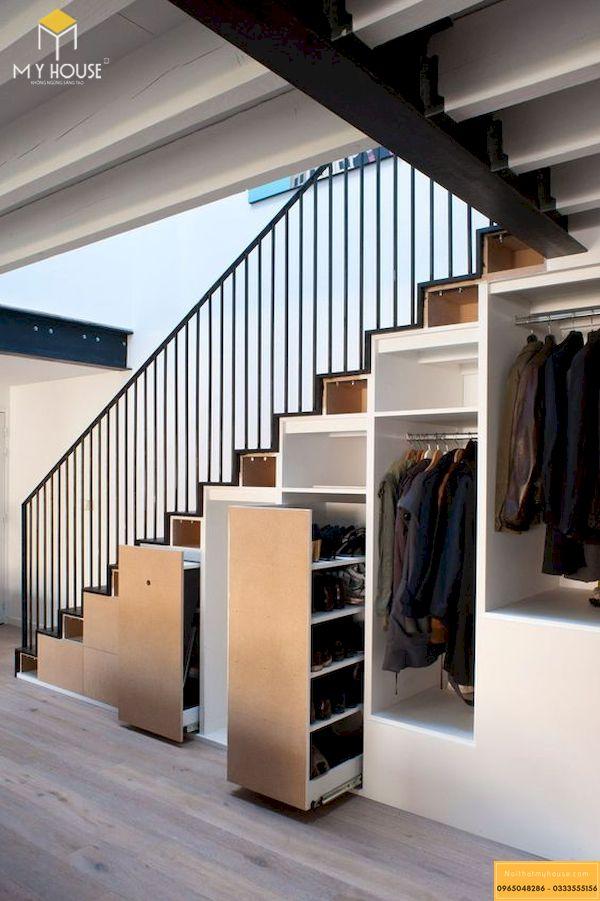 Còn gì tuyệt vời hơn khi có những tủ quần áo thông minh ngay dưới chân cầu thang