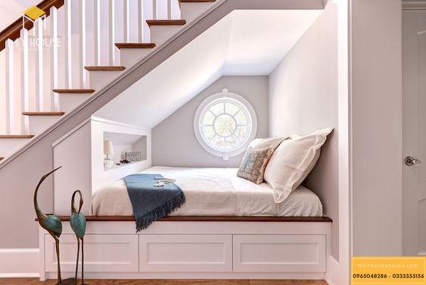 Thêm một mẫu thiết kế nơi đọc sách dưới gầm cầu thang, nhưng với mẫu này bạn hoàn toàn có thể ngủ lại nếu thích