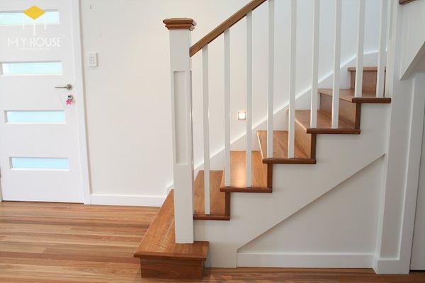 Mẫu con tiện cầu thang gỗ vuông đẹp - Hình ảnh 3
