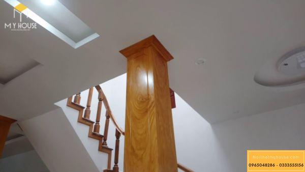 Cột nhà vuông đẹp bằng gỗ
