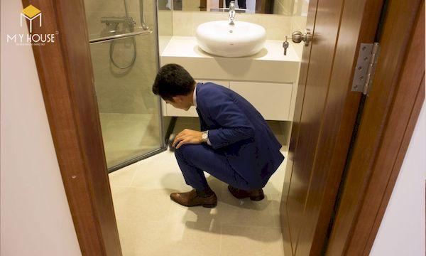 Kiểm tra độ dốc thoát nước nhà vệ sinh