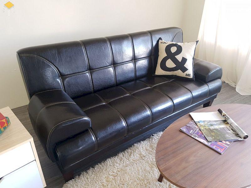 Sofa văng chất liệu da cho phòng khách nhỏ