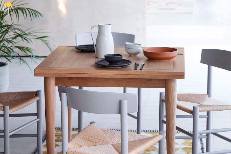 Mẫu bàn ăn gỗ sồi 4 ghế hình vuông