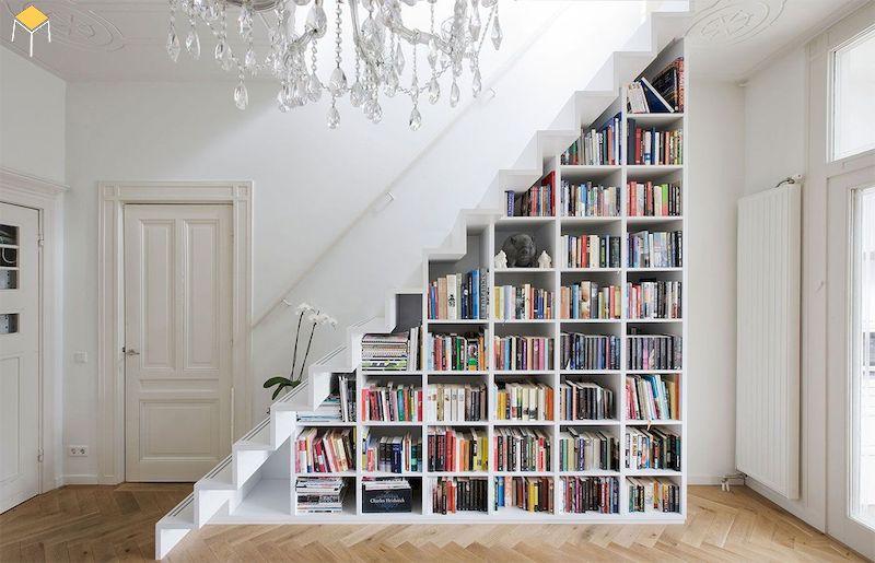 Kệ sách dưới cầu thang
