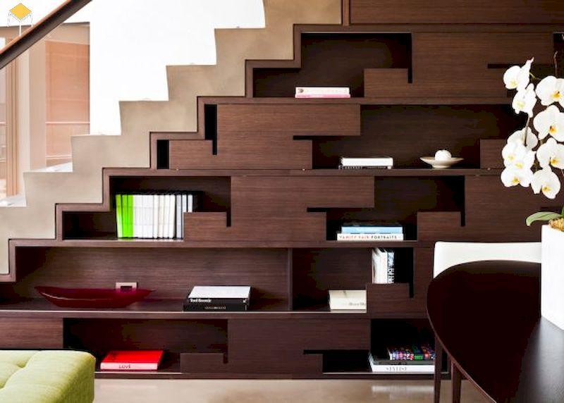 Kệ sách trang trí phòng khách dưới cầu thang