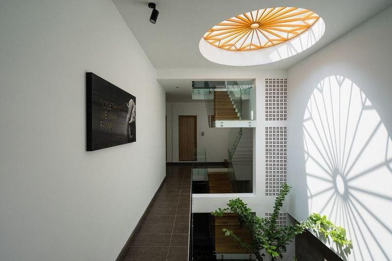 Thiết kế giếng trời trên cầu thang hợp phong thủy