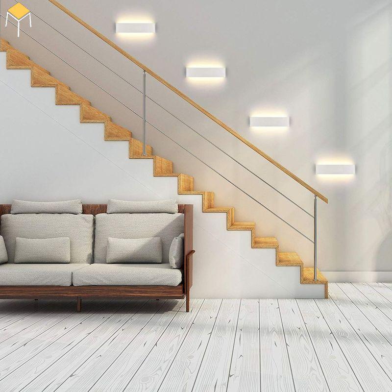 Đèn dọc cầu thang để đảm bảo di chuyển an toàn và trang trí phòng khách