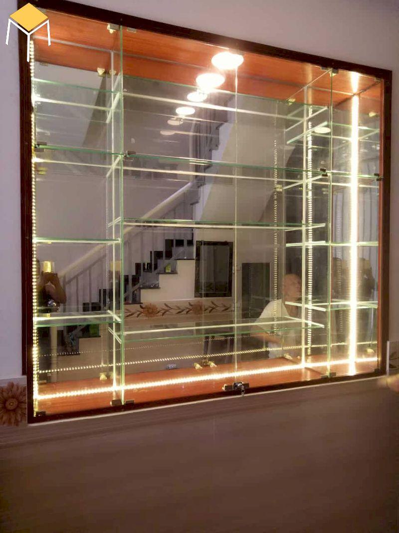 tủ rượu âm tường phòng khách bằng kính