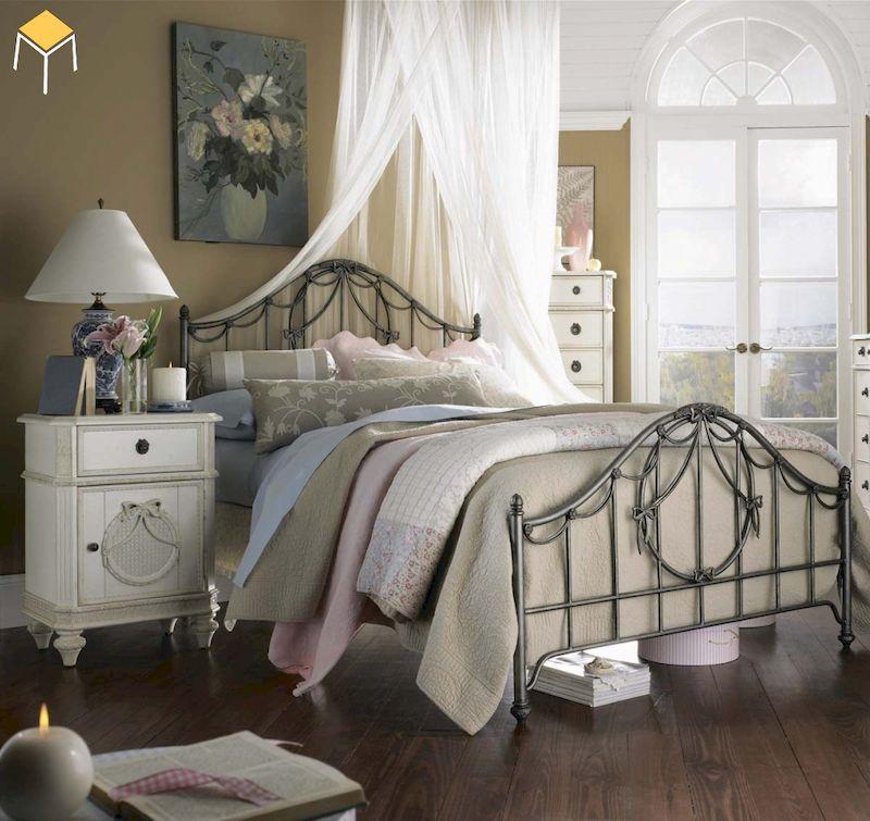 Mẫu decor trang trí phòng ngủ vintage với giường sắt