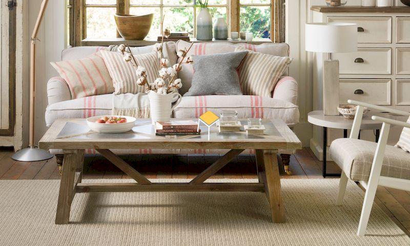 Sofa vintage màu cùng tone với tổng thể nội thất