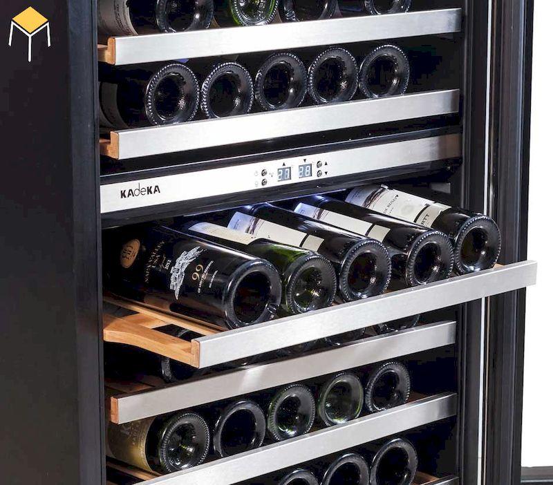 Rượu được bảo quản trong tủ rượu