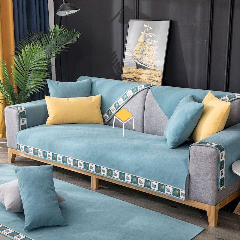 Sự phối hợp màu sắc hài hòa của sofa và phụ kiện trong không gian nội thất