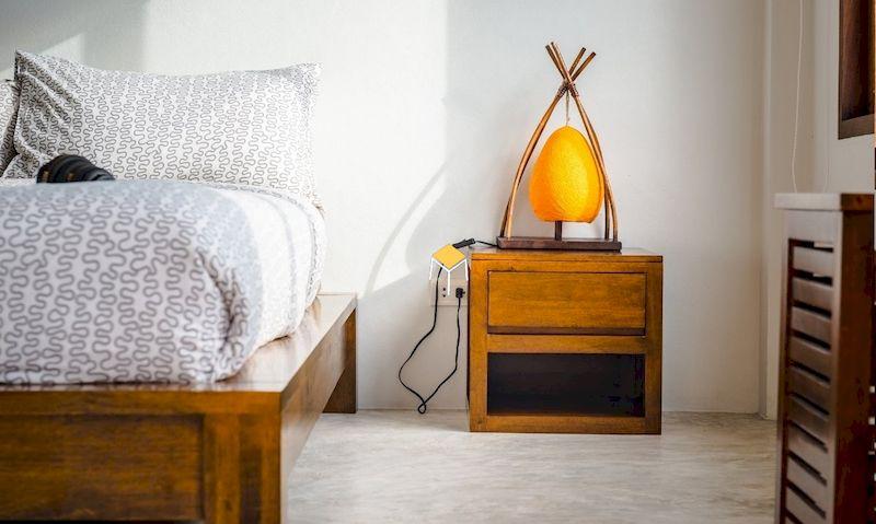 Tủ đầu giường kết hợp đèn để bàn cho phòng ngủ