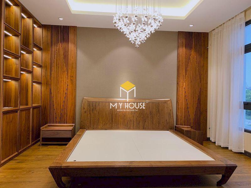 Thiết kế giường gỗ 4 chân cao chất liệu gỗ tự nhiên óc chó cao cấp