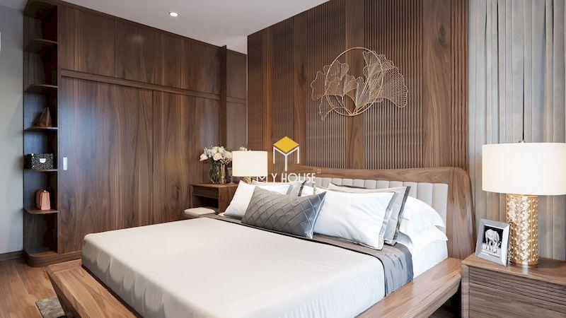 Phòng ngủ master hiện đại với nội thất gỗ óc chó, vách gỗ óc chó