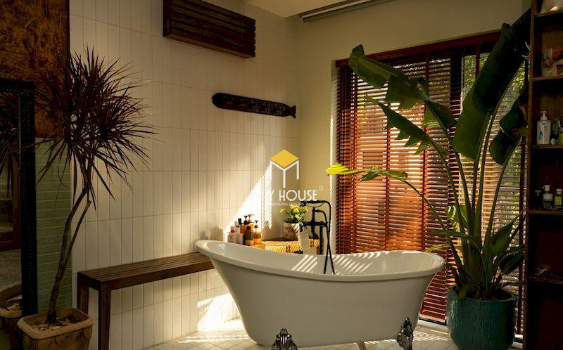 Thiết kế phòng thay đồ kết hợp phòng tắm với ánh sáng tốt và thông thoáng