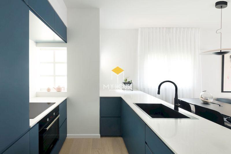 Mẫu tủ bếp màu xanh